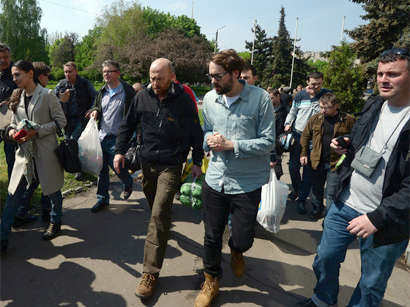 Photo: OSCE observers released in Slavyansk arrive in Kiev / Other News