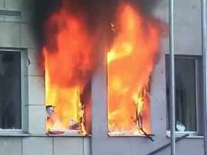 Photo: Crowd sets fire to Ankara building for Syrian refugees over rumors of beaten local / Turkey