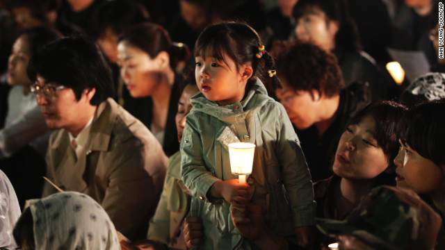 Photo: Families of South Korea ferry dead march on presidential palace / Other News
