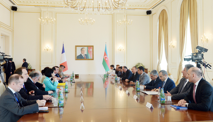 Photo: Aliyev, Hollande hold expanded meeting; praise Azerbaijan-France relations  / Politics