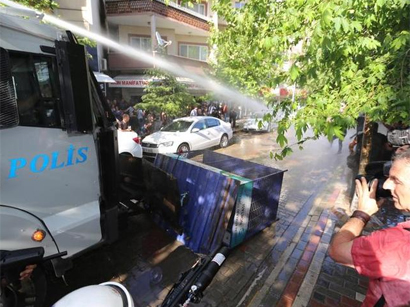 Photo: Turkish police clash with protesters in mining disaster town of Soma / Turkey