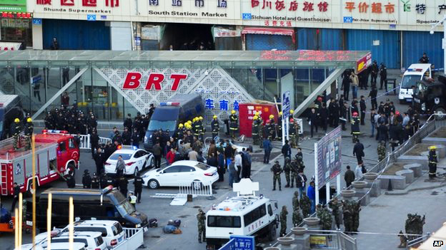 Photo: China identifies suspects of suicide bombing attack in Xinjiang / Other News