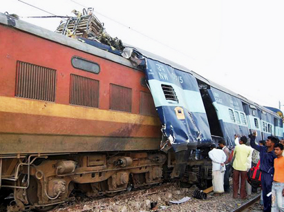 Photo: Train crash in northern India kills at least 40, many trapped / Other News