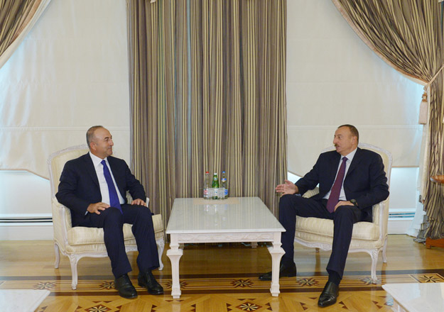 Photo: Azerbaijani president receives Turkish minister for European Union affairs / Politics