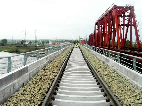 Photo: Azerbaijan examines second railway bridge over Kura River