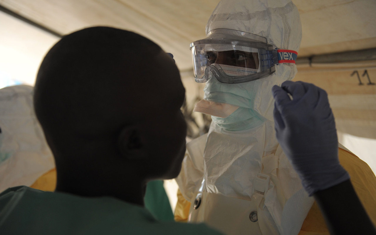Photo: Ebola-infected man admitted to hospital in Turley