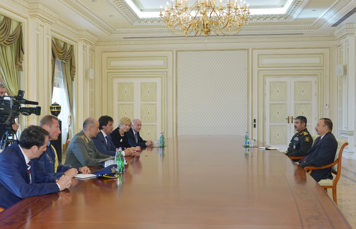 Photo: Azerbaijani president receives delegation led by Serbian defense minister