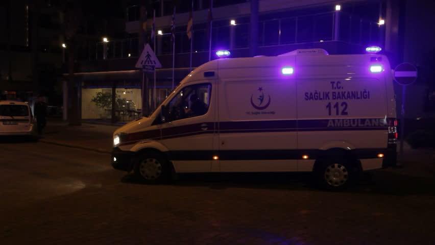 В Турции трое погибли в результате обстрела микроавтобуса террористами
