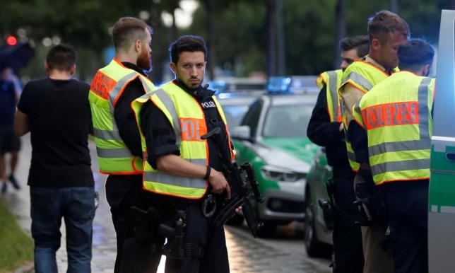 One person dead and several wounded during Hamburg supermarket stabbing