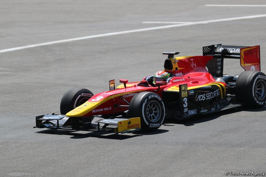 Hamilton invites Vettel to clash 'face-to-face' out of their cars