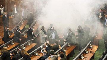 Parlamentə gözyaşardcı qaz HÜCUMU
