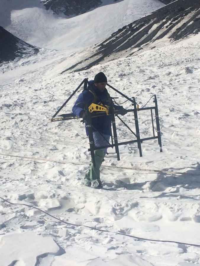 ANAMA specialists searching for missing Azerbaijani mountaineers (PHOTO)