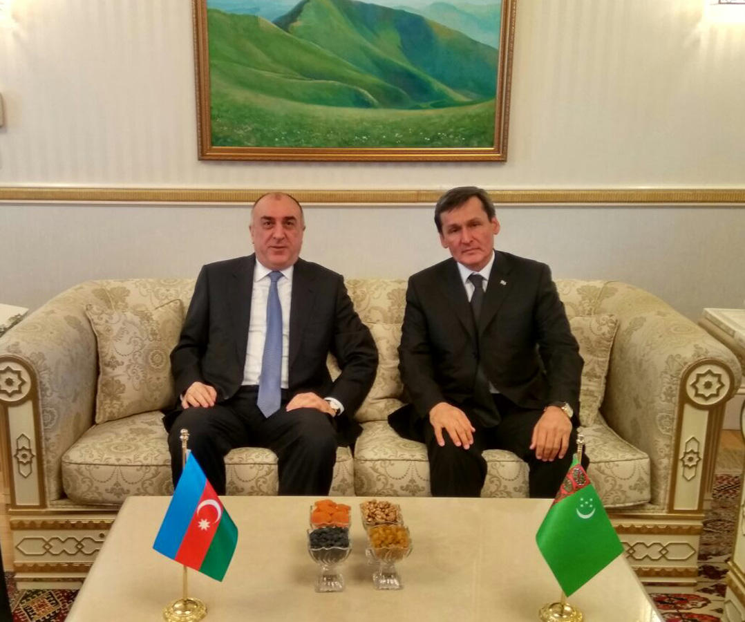 Azerbaijani FM meets with Turkmen counterpart (PHOTO)