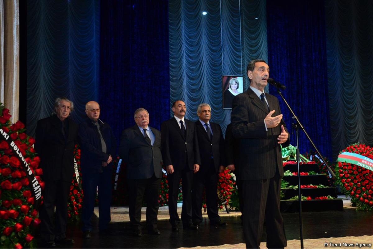 В Баку проходит церемония прощания с народной артисткой Амалией Панаховой (ФОТО)