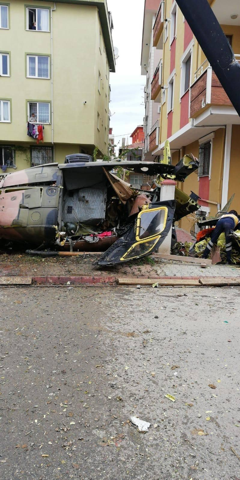 4 dead as chopper falls on residential area in Istanbul (PHOTO/VIDEO)