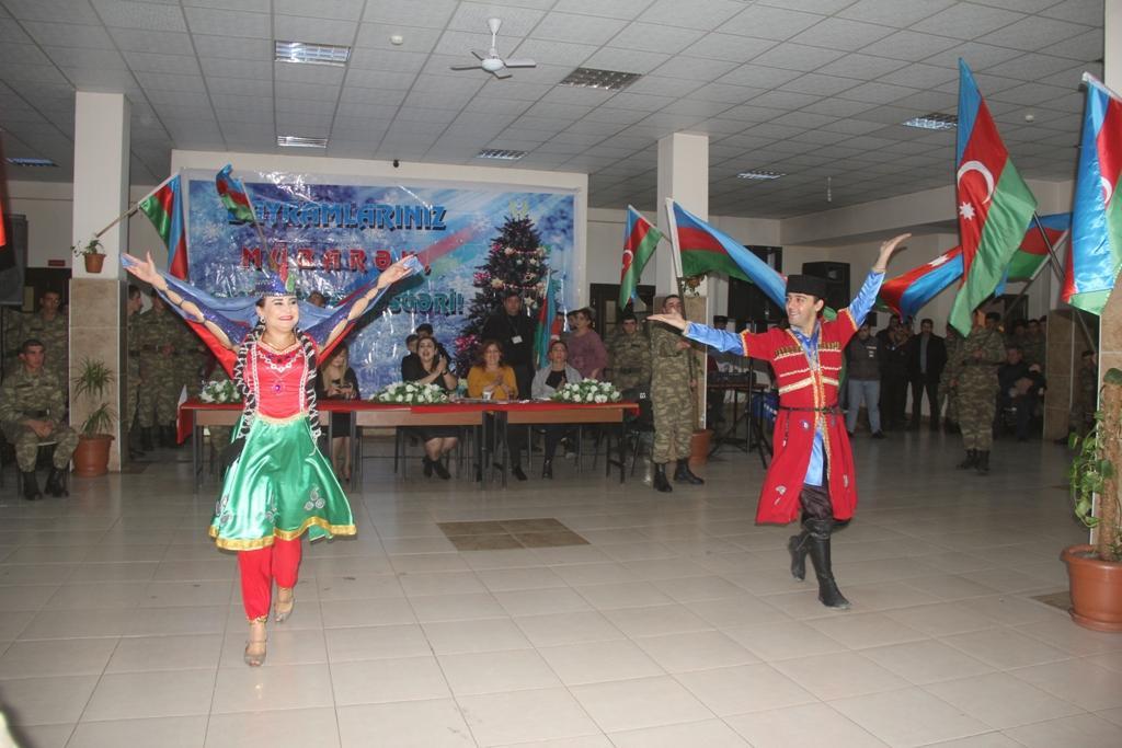 Эльнур Мамедов поздравил с Новым годом военнослужащих (ФОТО)