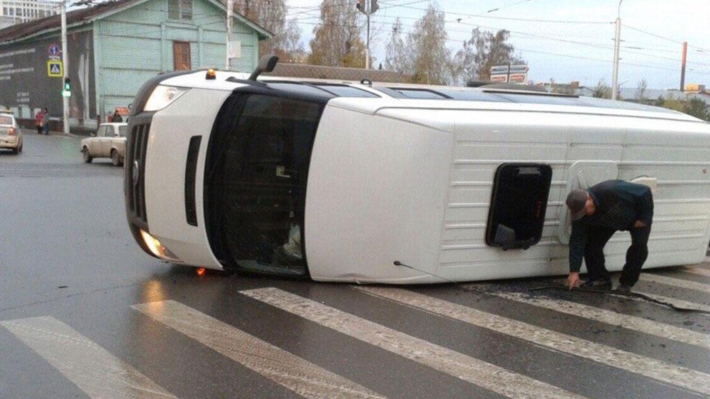 Azərbaycandan gedən mikroavtobus Stavropolda yük maşını ilə toqquşub: 6 ölü ...