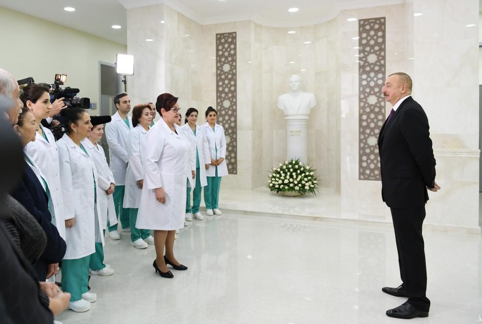 Президент Ильхам Алиев и Первая леди Мехрибан Алиева приняли участие в открытии новой больницы в бакинском поселке Гобустан (ФОТО)