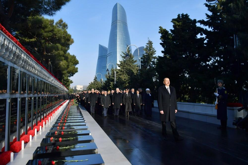 Azerbaijani president, first lady pay tribute to January 20 martyrs (PHOTO)
