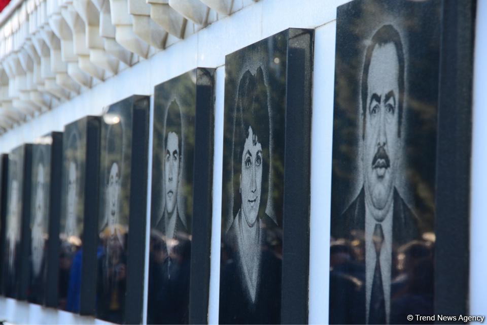 Azərbaycan ictimaiyyəti 20 Yanvar faciəsi qurbanlarının əziz xatirəsini yad edir (FOTO)