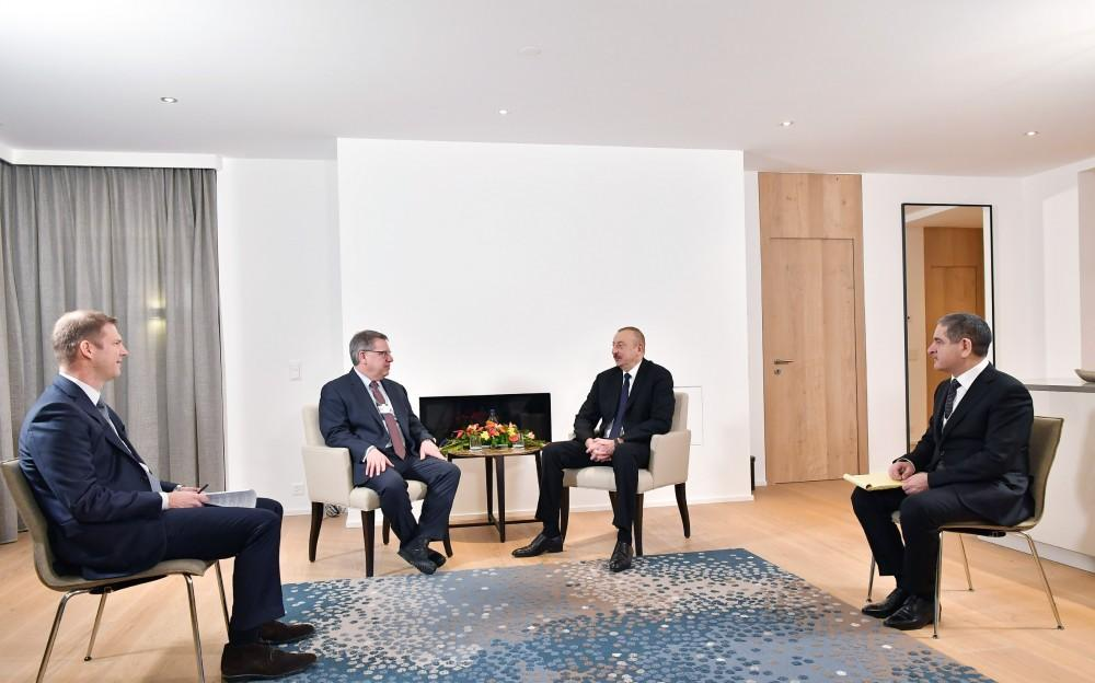 President Aliyev meets The Boston Consulting Group CEO in Davos (PHOTO)