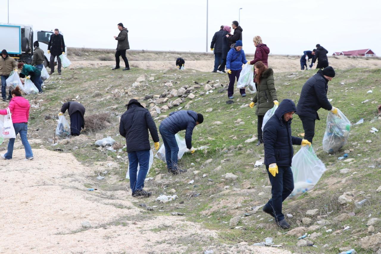 Xəzərin sahil zolağı plastik tullantılardan təmizlənib (FOTO)