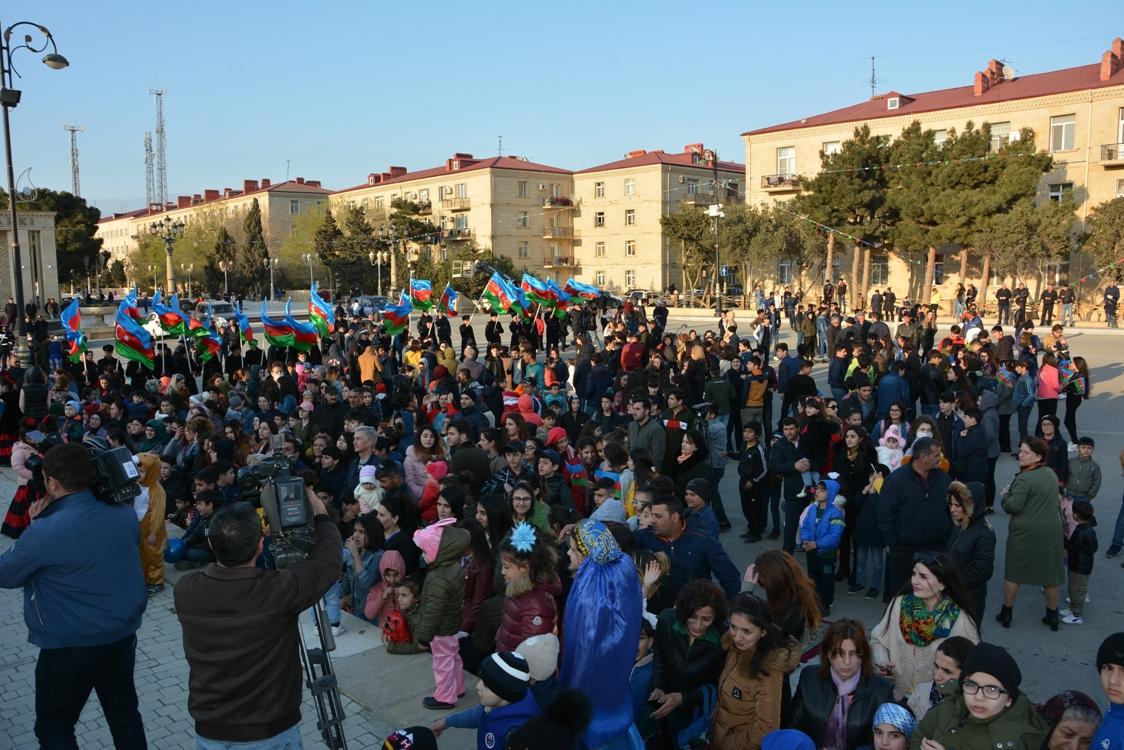 Qaradağ rayonunda on milyonuncu sakinin doğulması münasibətilə konsert proqramı və atəşfəşanlıq təşkil olunub (FOTO)