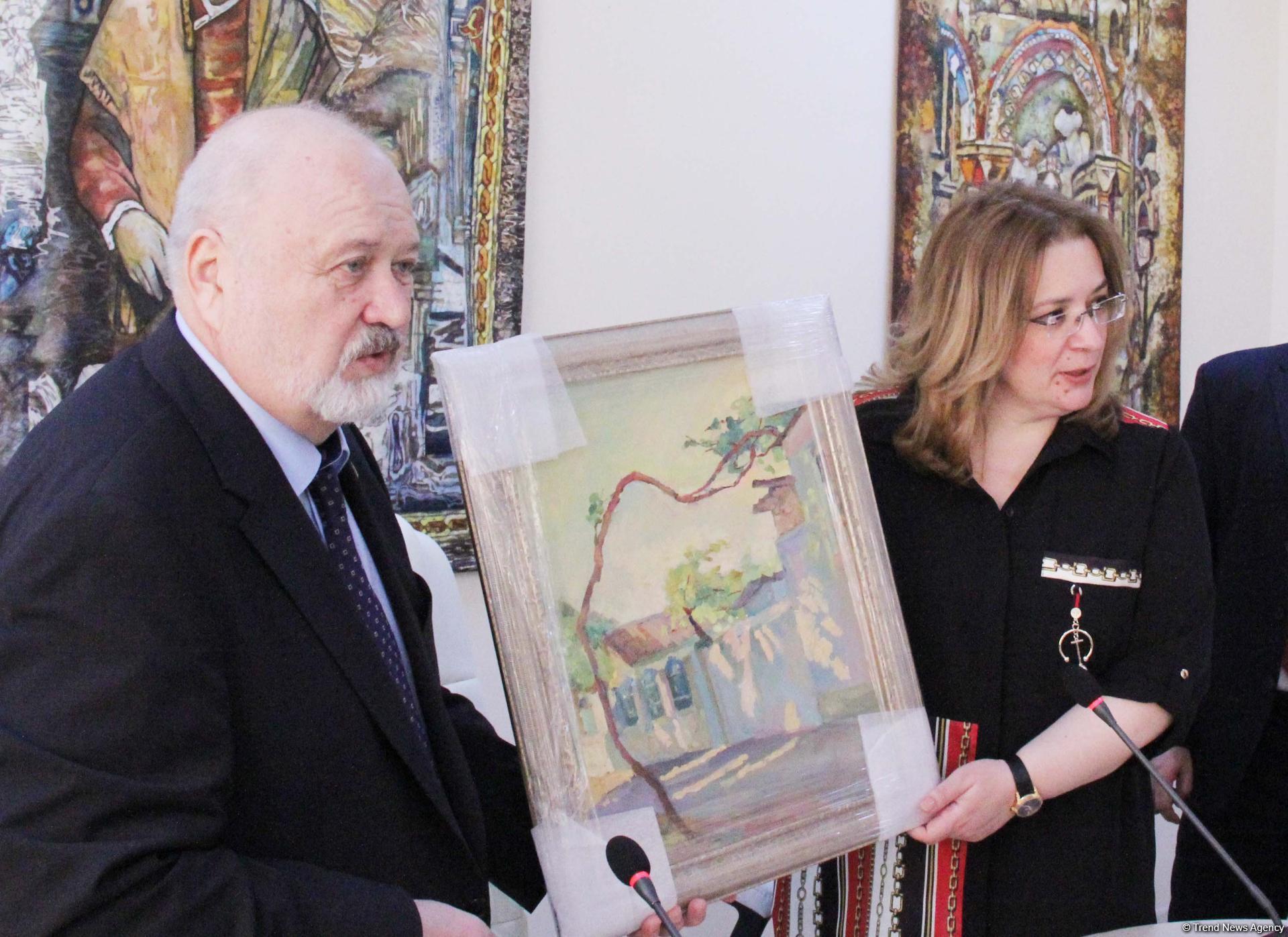 Азербайджанскими сладостями и песнями отметили 100-летие ВГИКа в Баку (ФОТО)
