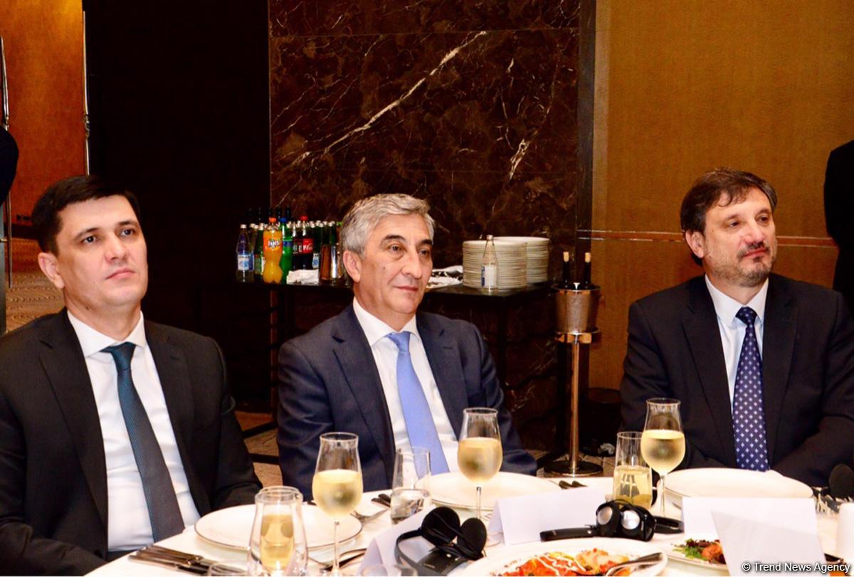 В Баку презентована книга о 100-летии сотрудничества Азербайджана и Великобритании (ФОТО)