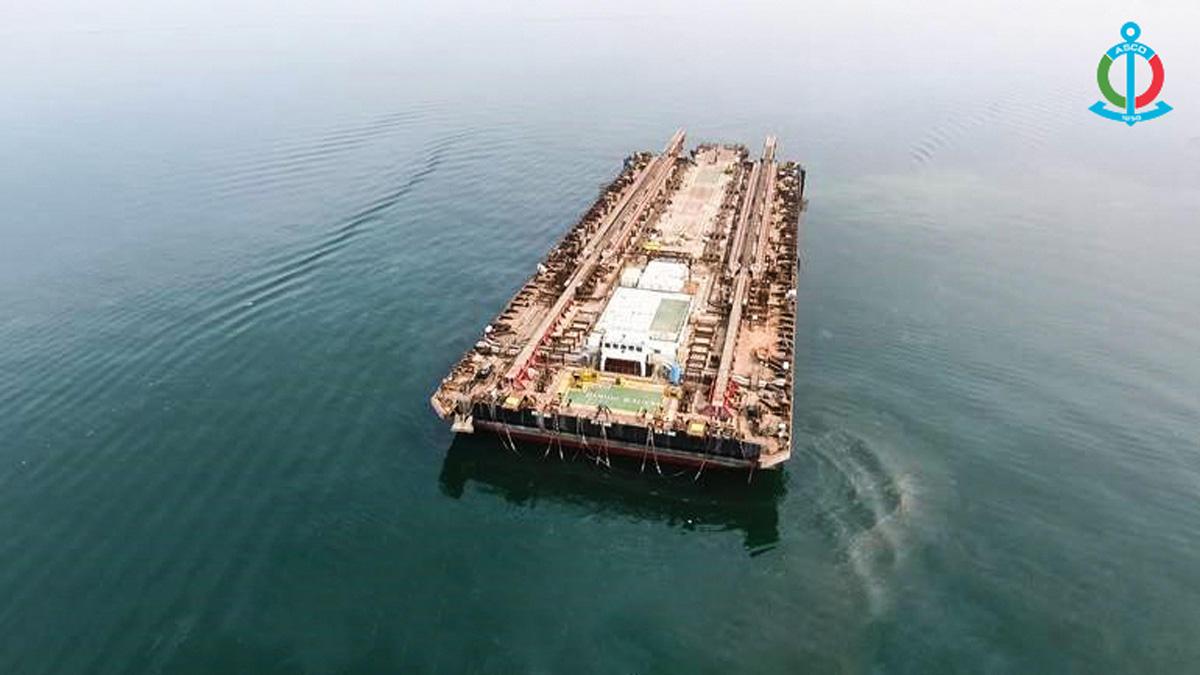 В Азербайджане вернули в строй крупнейшую на Каспии баржу (ФОТО)