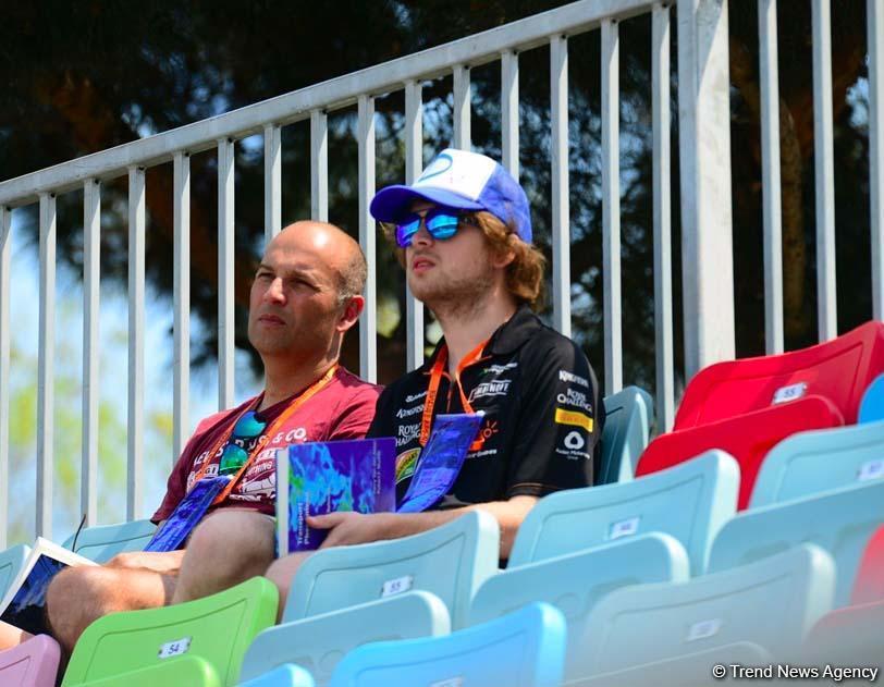 В Баку стартовала вторая сессия свободных заездов в рамках Гран При Формула 1 SOCAR Азербайджан (ФОТО)