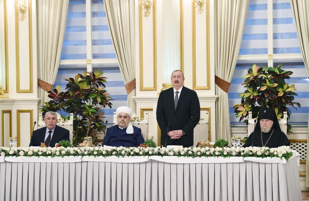Президент Ильхам Алиев принял участие в церемонии ифтара по случаю священного месяца Рамазан (ФОТО) (версия 3)