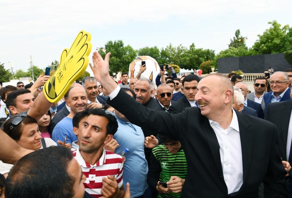 Президент Ильхам Алиев и Первая леди Мехрибан Алиева прогулялись по Приморскому национальному парку
