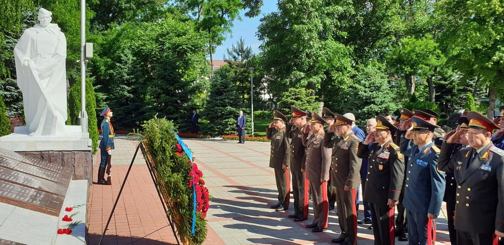 Azerbaijani minister attends regular meeting of CIS Council of Defense Ministers (PHOTO)