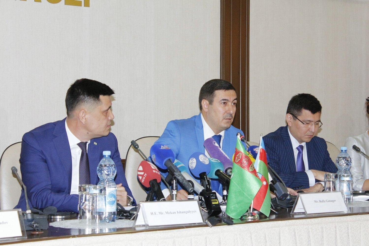 Round table discussions on 1st Caspian Economic Forum held in Baku (PHOTO)