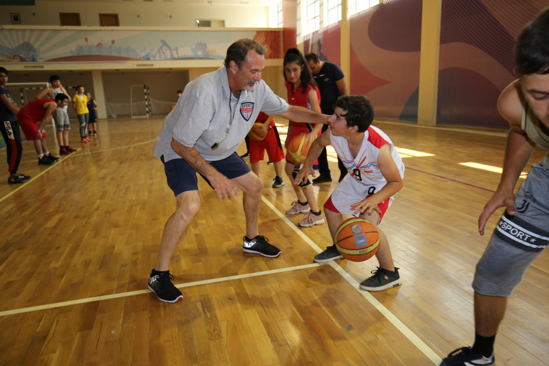 U.S. Embassy Sponsors American Sports Envoy's Visit to Azerbaijan (PHOTO)