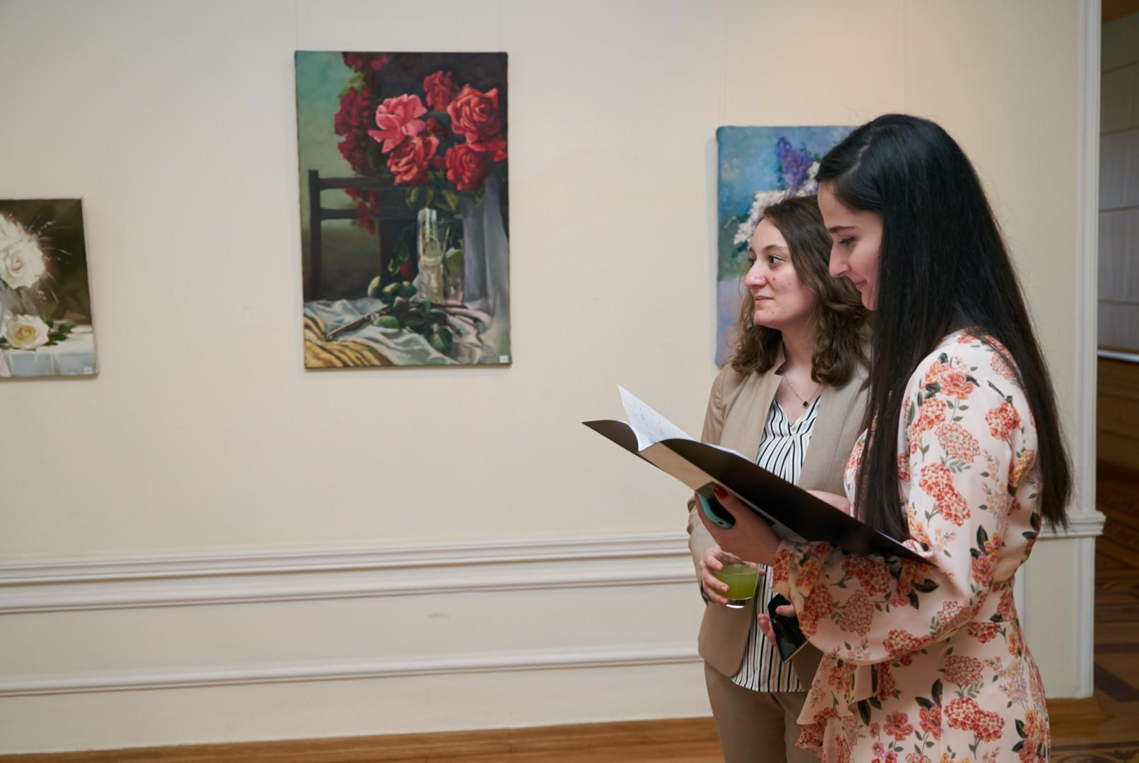 EY Azerbaijan Organized  Art Exhibition to Support Young Artists (PHOTO)