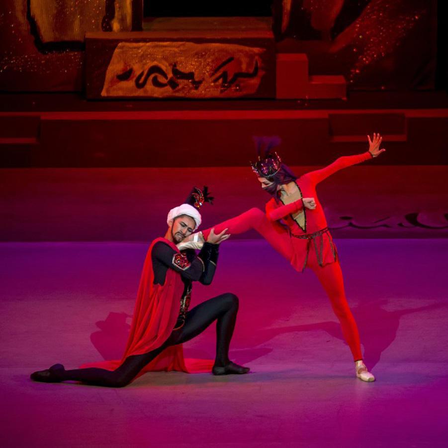 """В Нур-Султане почтили память Арифа Меликова трехдневной премьерой балета """"Легенда о любви"""" (ФОТО)"""