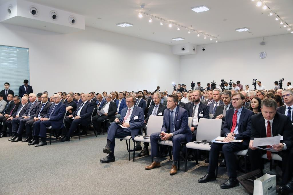 Azerbaijani minister: Non-oil sector important area of co-op with France (PHOTO)