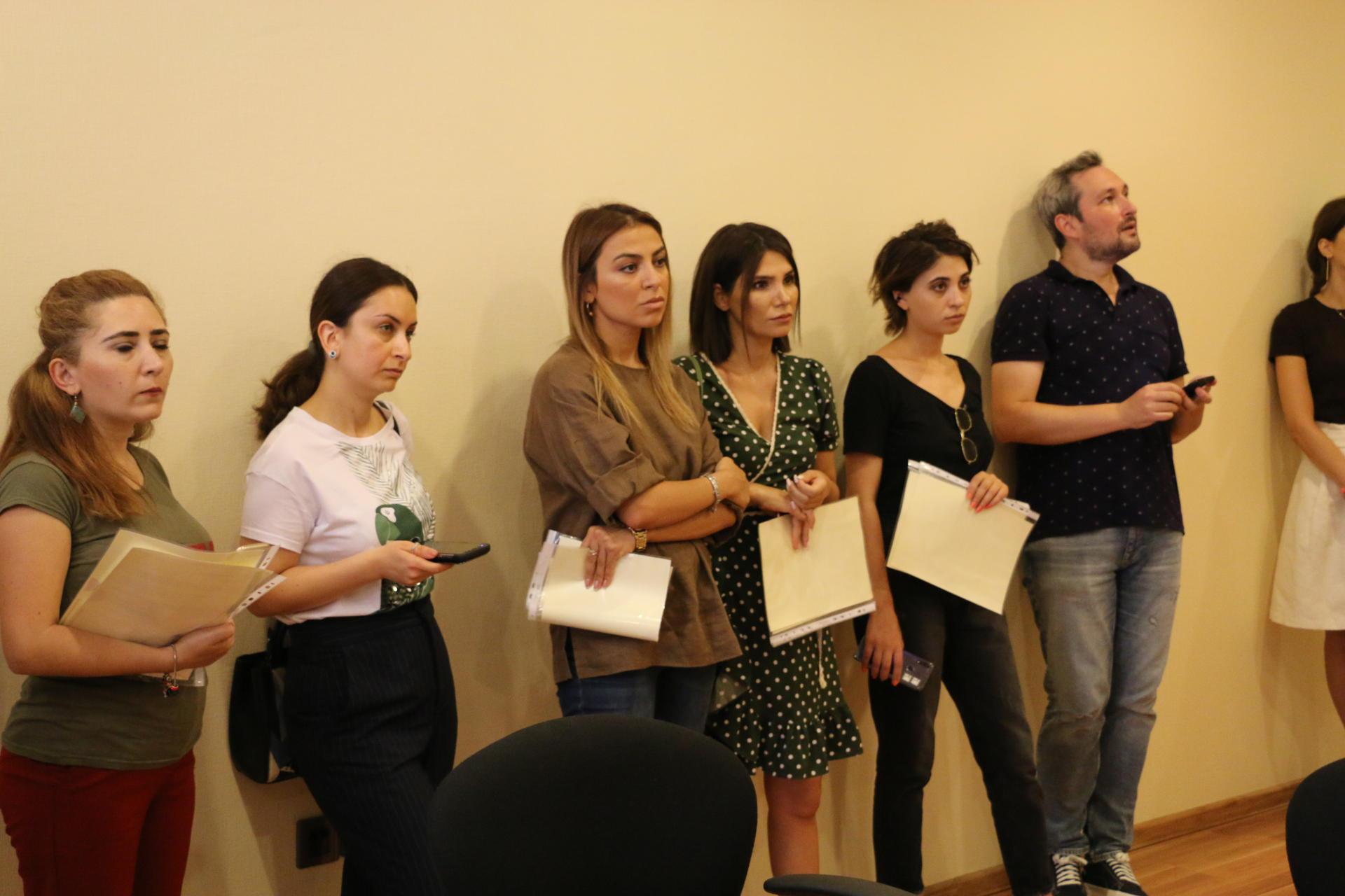 По ту сторону витрины – как азербайджанские журналисты стали продавцами-консультантами в Мaxi.az (ФОТО)