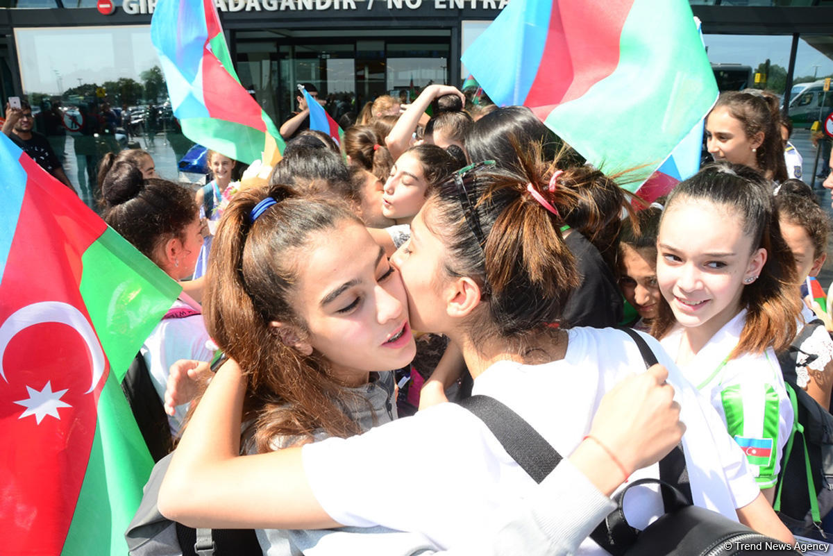 Victorious Azerbaijani gymnast returns home from FIG Championships in Moscow (PHOTO)