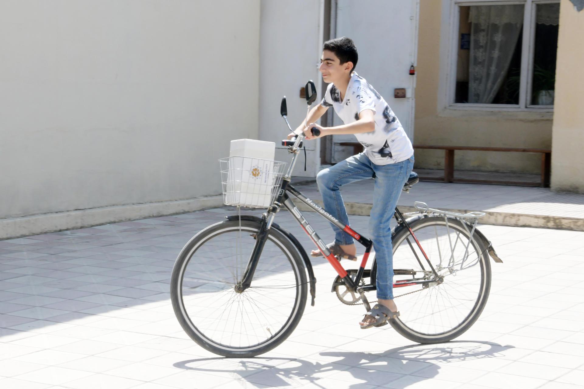 Фонд Гейдара Алиева раздает малообеспеченным семьям по случаю праздника Гурбан праздничные паи (ФОТО)