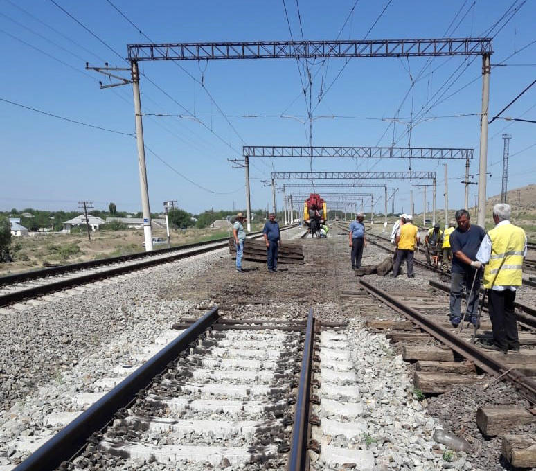 Installation of new railroad switches continues on Azerbaijani railways (PHOTO)