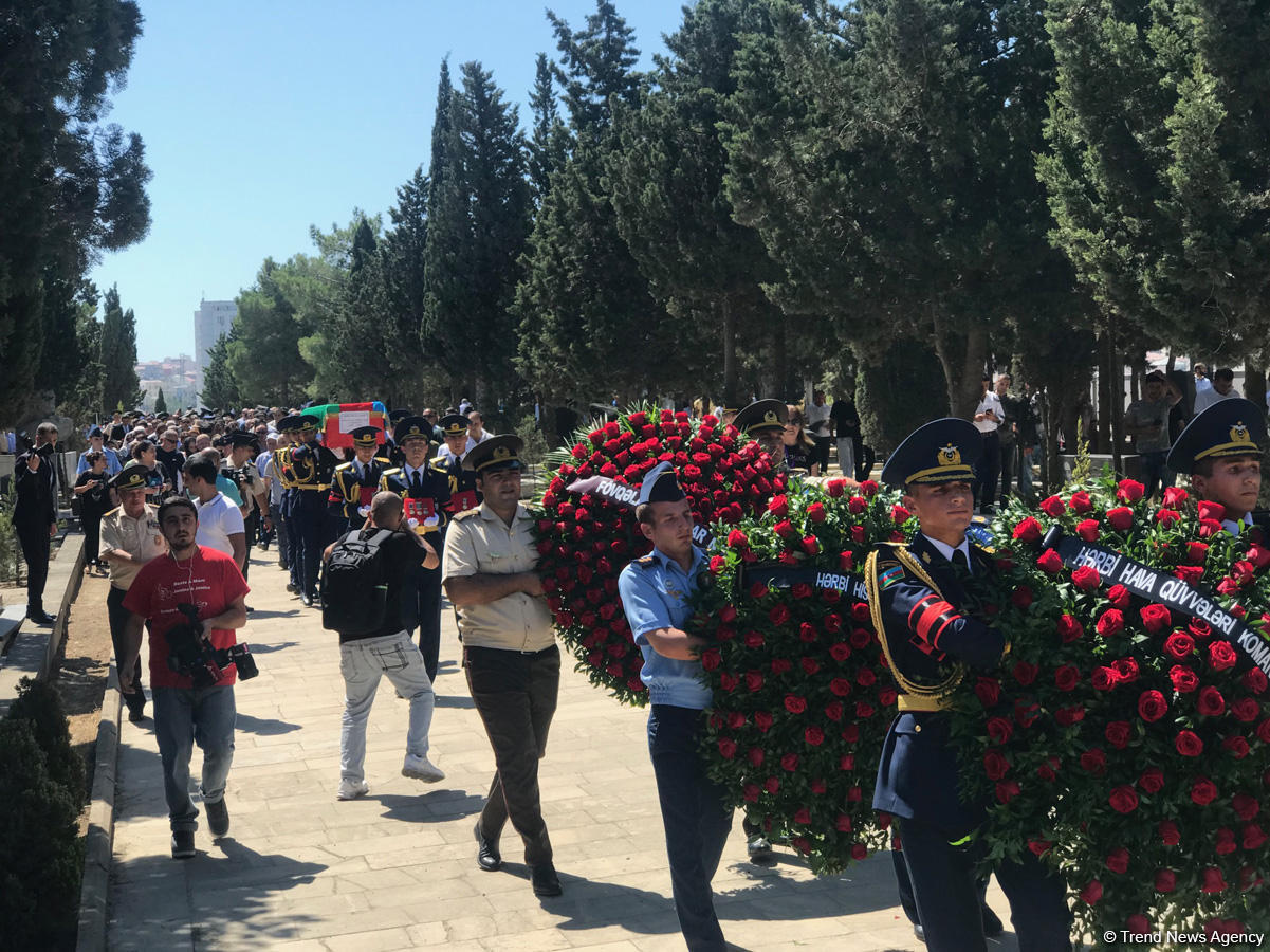 Farewell ceremony for pilot of Azerbaijani crashed MiG-29 aircraft underway (PHOTO)