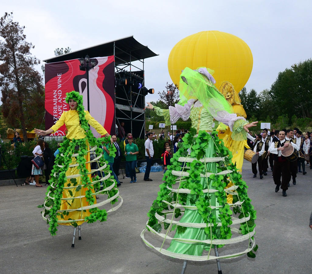 Shamakhi princess, balloon, magnificent show during first Azerbaijani Grape and Wine Festival (PHOTO, VIDEO)