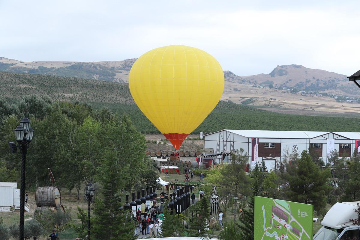 Шамаханская царица, воздушный шар, феерическое шоу - первый Азербайджанский фестиваль винограда и вина (ВИДЕО, ФОТО)