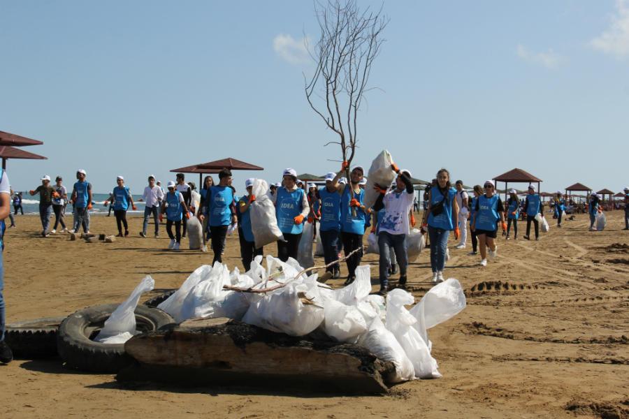 Beynəlxalq Sahilyanı Təmizlik Günü ilə əlaqədar təmizlik aksiyası təşkil olunub (FOTO)