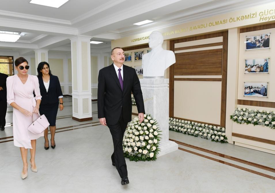 Президент Ильхам Алиев и Первая леди Мехрибан Алиева приняли участие в открытии нового учебного комплекса полной средней школы номер 300 в Бинагадинском районе Баку