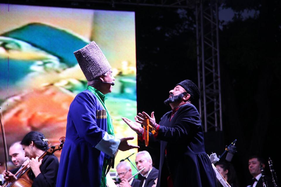 Вечерний Баку. Солтан бек и Мешади Ибад вышли на Площадь фонтанов (ВИДЕО, ФОТО)