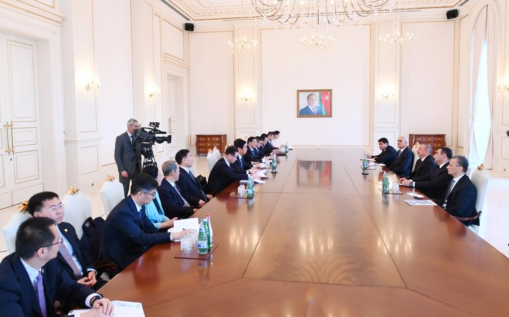 President Ilham Aliyev receives delegation led by chairman of Standing Committee of National People's Congress of China (PHOTO)